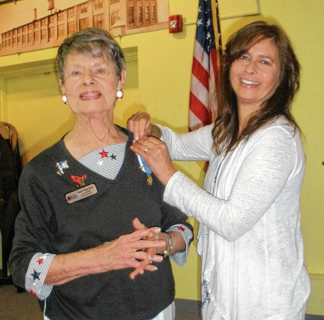Margaret Denzer is presented with her ancestor ribbon and bar by her daughter, Susan Taylor.