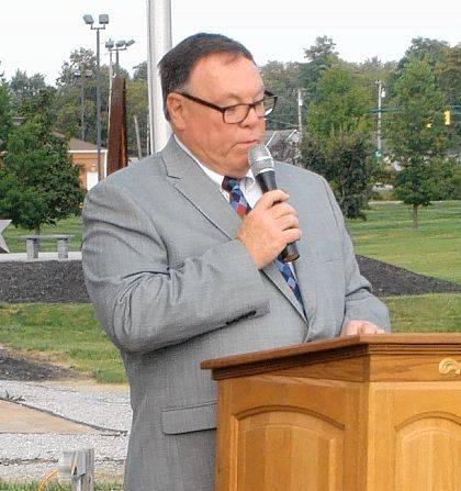 Mayor Bill Bean speaks at the annual DAR Constitution Day Bell Ringing Ceremony at Freedom Grove.